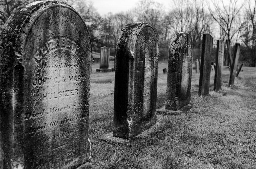 """Nachruf und Friedhof Beispielbild zu """"das Bundesverfassungsgericht ist tot, es lebe der EGMR?"""""""